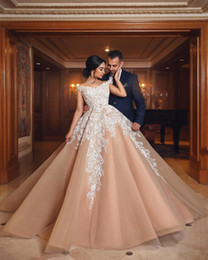 2019 Champagne Gold Ball Gown Evening Dresses Off Shoulder White Lace Appliqued Puffy Tulle Corset Sweep Train Long Arabic Prom Party Gowns