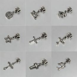 eda5f034a6fb Colgante Mezcla Estilo Antigua Plata Cruz Máquina de coser Dolphin Charms  Beads fit pandora pulsera DIY Joyería Collares Colgantes encantos Beads