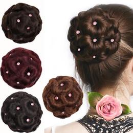 Taze ! Kraliyet Asil Kadınlar Elmas Bun Chignon Makyaj Çiçekler Saç Bun Pimleri Donut Updo Klip Postiş Saç Uzantıları 13 CM * 13 CM indirimde