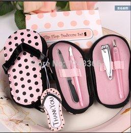 Vendita calda rosa polka borsa pantofole a forma di carino creativo manicure set regalo di nozze favori in Offerta
