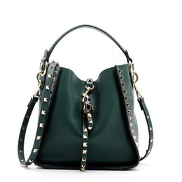 Chinese  Hot Selling 2018 Designer Women's Bucket Bag Genuine Leather Ladies Rivet Handbags Female Shoulder Bag Casual Tote manufacturers