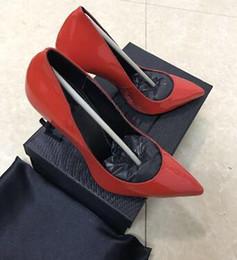 Designer de luxe européen classique talons hauts talons femmes chaussures en cuir verni bout pointu pompes chaussures livraison gratuite taille 35-42