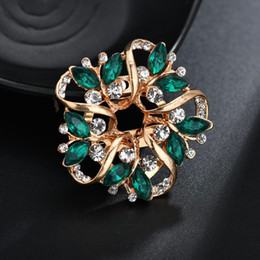 elegant suit for party NZ - Hot Sale Fashion Crystal Flower Brooch For Women Elegant Badges Corsages Brooches Pin Jewelry Sweater Suit Scarf Accessories