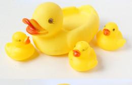 $enCountryForm.capitalKeyWord NZ - Cute Baby Girl Boy Bath Bathing Classic Toys Rubber Race Squeaky Ducks Set Yellow Sale,4PCS SET DHL