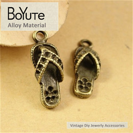 $enCountryForm.capitalKeyWord NZ - BoYuTe (100 Pieces Lot) 21*8*5MM Wholesale Antique Bronze Plated Zinc Alloy Slipper Pendant Charms for Jewelry Making Diy Necklace Bracelets