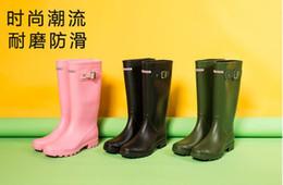 Vente en gros 2018 NOUVELLES femmes RAINBOOTS mode bottes de pluie hauteur genou-haut bottes imperméables bottes en caoutchouc chaussures de pluie en caoutchouc chaussures d'eau pluie 31205