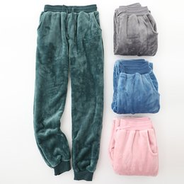 6d011d074841b Осень и зима фланель любителей пижамы мужчины и женщины толстый теплый  большой размер коралловый флис домашние брюки твердые длинные брюки сна