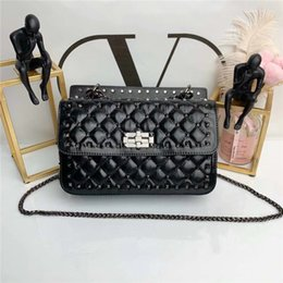 Leather piLLow factory online shopping - 2019 factory sales fashion handbag heavy vintage ethnic style selected texture first layer oil wax skin material unique and novel cute bee