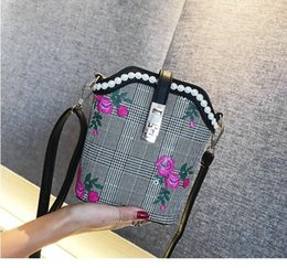 ethnic embroidery shoulder bag NZ - Embroidered chain bag new retro embroidery ethnic wind mini shoulder portable Messenger bag small bag female