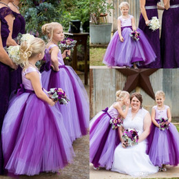Carré Tulle Robe De Bal Bow Violet Sans Manches Etage Longueur Simple Robes De Mariée Robes De Fille De Fleur Belle