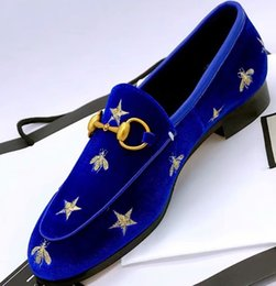 Office dress suits online shopping - Brand Men Women cow leather Low Heel Dress suit shoe Slip On Metal Buckle Moccasins Flats Casual embroidery Bee Print Horsebit Loafers