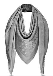 Vente en gros Haute Qualité Célébrité conception Cachemire Coton bande Écharpe Femme Lettre Impression Foulards Châle Wrap Grand carré 140 * 140 cm
