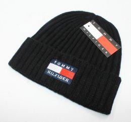 Chinese  2018 New luxury brand winter Hat Skullies Beanies Men Women Knitted Warm Hat Winter Caps Mask Balaclava Bonnet Cap Cotton Beanies Hats manufacturers