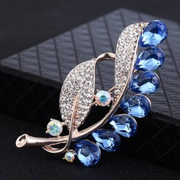 Wholesale 2018 New Crystal Flower Brooch Pins Wedding Party Invitation Brooches For Women Fashion Brooch Jewelry Gift