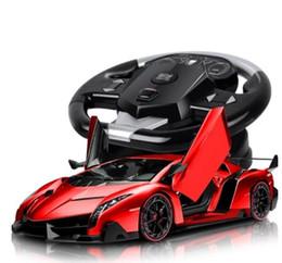 El coche de control remoto lamborghini es un enorme automóvil deportivo recargable. El coche eléctrico de control de movimiento es un coche de juguete para niños