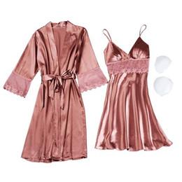 Ingrosso Donne di alta qualità Lace Sleeping Clothes 4 Stagioni Fashion Sexy Sets V-Neck Sleepwear Pigiama donna Spaghetti Strap con cappotto