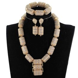 Discount women bridal sets - Dubai Gold Jewelry Sets for Women 2018 Bridal Gift Nigerian Wedding African Beads Jewelry Set Chunky Pendant Necklace WE