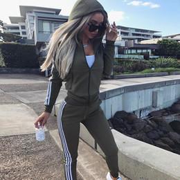 Treino Mulheres Marca 2017 Casual 2 Peça Set Moletom Calças Terno Com Zíper Com Capuz Jaqueta Listrada Faixa Terno Feminino Conjunto Outfits