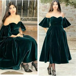 $enCountryForm.capitalKeyWord NZ - Vintage Dark Green Velvet Evening Dress With Pocket Longo Plus Size Off The Shoulder Tea Length Prom Dresses Vestido De Festa