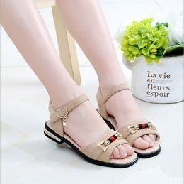 b54ad23b2 Calçados femininos meninas legal 2018 nova versão coreana do verão crianças  meninas pequenas sandálias de salto alto princesa das crianças do sexo  feminino