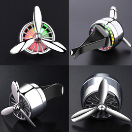 Air Fresher Outlet Hélice Clip de ventilación Car Styling Perfume con luces de colores Accesorios para el automóvil Aire acondicionado MINI ventilador GGA287 100PCS