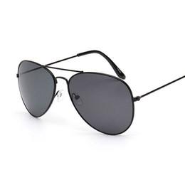 Couples Sunglasses Canada - 2018 Classic Hot selling Luxury Designer Women Men Pilot Eyewear Sunglasses lunette de soleil femme Women Fashion Lover couple wholesale