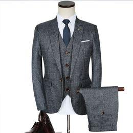 93de603caec Luxury Mens Grey Suits 3 pezzi Jacket + Pants + Vest Formal Dress formato  cinese Uomo