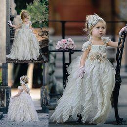 d849ef2b2ae7e Adorable étage longueur des robes de filles de fleurs pour les mariages  robe de reconstitution historique des tout-petits avec des fleurs faites à  la main