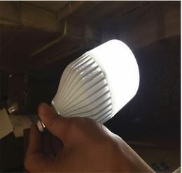 Vente en gros Le chargeur intelligent de lampes à incandescence s'allume 7W 9W 12W 15W Contrôle manuel / automatique Lumière à 180 degrés