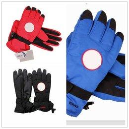 Марка вниз палец перчатки Канада водонепроницаемый ветрозащитный зима теплая перчатки Мужчины Женщины гусиные рукавицы дизайнер Skiiing Oudoor перчатки с тегом
