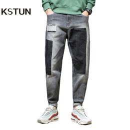 b3544d4c80 Pantalones vaqueros KSTUN Hombres Japón Harem Pantalones Ripped Patched Hip  hop Joggers Biker Jeans desgastados Estiramiento gris Pantalones de  mezclilla ...