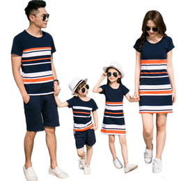 $enCountryForm.capitalKeyWord NZ - V-TREE Summer Family Matching Outfits Striped T-Shirt + Short for Father&kids Costumes Mom Daughter Dresses Family Look Sets