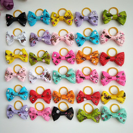 $enCountryForm.capitalKeyWord NZ - 100pcs 1.4inch Hand-made Pet Supplies Dog Hair Accessories Cute Pet Cat Hair Bows Rubber bands Pet Grooming Products