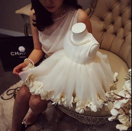 $enCountryForm.capitalKeyWord Australia - Elegant Baby Girl Baptism Gown Bead Lace Girls Pageant Dresses First Communion Gown For Party Formal Flower Girls Dresses for Wedding