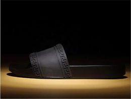 Men S Leather Slides Canada - V067versace New Men 'S Brand Mystic Medusa Slide Sandals Men 'S Beach Shoes Rubber Platform Slippers (Dustproof Bag +Box )Slipper Sandal