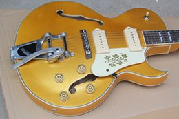 Ouro Semi-Oco Guitarra Elétrica verfügt über 2 Tonabnehmer, Escudo Branco, Sistema de Tremolo, Ferragens Douradas und andere mobile Geräte