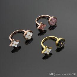 78bf0ce4850 O novo anel trevo de quatro folhas cerimônia de abertura para a marca de  luxo branco shell   anel de jóias rosa