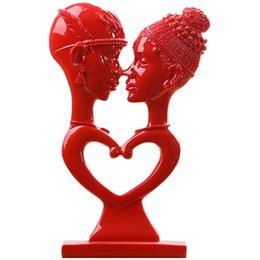$enCountryForm.capitalKeyWord UK - 1PCS Red Ceramic Lovers Ornaments Figurines Couple Kissing Model Miniatures Decoration Crafts Wedding Gifts for Home Decor