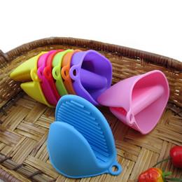 Venta al por mayor de De silicona Guante de clip para hornear la torta a prueba de calor antideslizante mano Clip conveniente Horno Mitt T3I0150