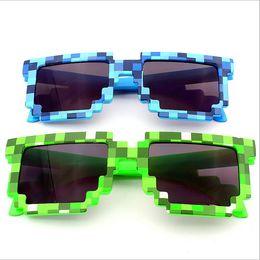 9c5b3dc0d4f1f Meu Mundo Óculos Pixel Mulheres Homens Óculos De Sol Feminino Masculino  Mosaico 4-15 Anos Quadrados Óculos De Sol Meninos Crianças Novidade