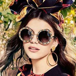 c222925592efd9 Neue Mode Frauen Runde Sonnenbrille Diamant Sonnenbrille Männer blume UV400  Brille Sexy Goggle Brillen