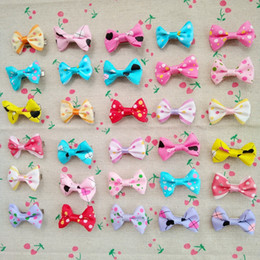$enCountryForm.capitalKeyWord NZ - 100pcs New Dog Hair Bows With Clips Pet Grooming Products Mix Colors Varies Patterns Pet Hair Bows Dog Accessories