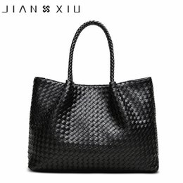 2018 Women Leather Handbag Famous Luxury Handbags Women Bags Designer  Fashion Ladies Handbag Shoulder Knitting Bag Woven Bags f51f12b6a1