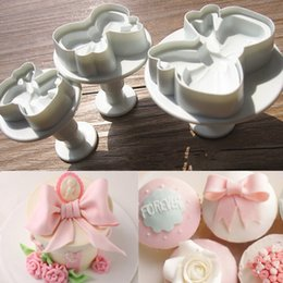$enCountryForm.capitalKeyWord NZ - Hot sale 2017 3pcs Bow Knot Cake Icing Decorating Cookie Plunger Cuers Fondant Tool New ZH846