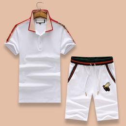 Vente en gros Luxe 2018 nouveaux sports et loisirs deux pièces ensemble costume de loisirs de conception Italie, shorts de T-shirt pour hommes, vêtements de sport Lapel brodé pour hommes.