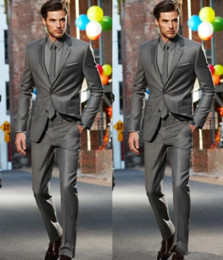 2018 gris foncé Slim Fit Side Marié Gays Tuxedos Deux boutons Notch revers hommes costumes homme Groosmen Business Suit (veste + pantalon + cravate)