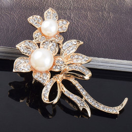 $enCountryForm.capitalKeyWord UK - Flower Imitation Pearls Brooches Crystals Rhinestone Broach Pins for Bridal Wedding Bouquet Women Girls Jewelry Gifts M58
