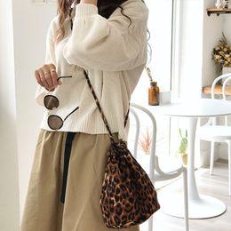 $enCountryForm.capitalKeyWord NZ - Luxury Leopard Women Messenger Bags 2018 Fashion Canvas Women Shoulder Bag Personality Leopard Print Females Tote String Handbag