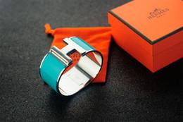 $enCountryForm.capitalKeyWord NZ - Top Quality Celebrity Design Letter Metal Buckle Silver Bracelet Fashion Metal Clover Cuff Wide Bracelet Gold Jewelry With Box