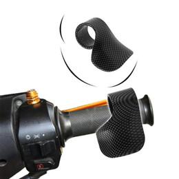 $enCountryForm.capitalKeyWord UK - Carbon Fiber Style Motorcycle Throttle Assist Plastic Universal Motorbike Grip Throttle Assist Wrist Cruise Control Cramp Rest